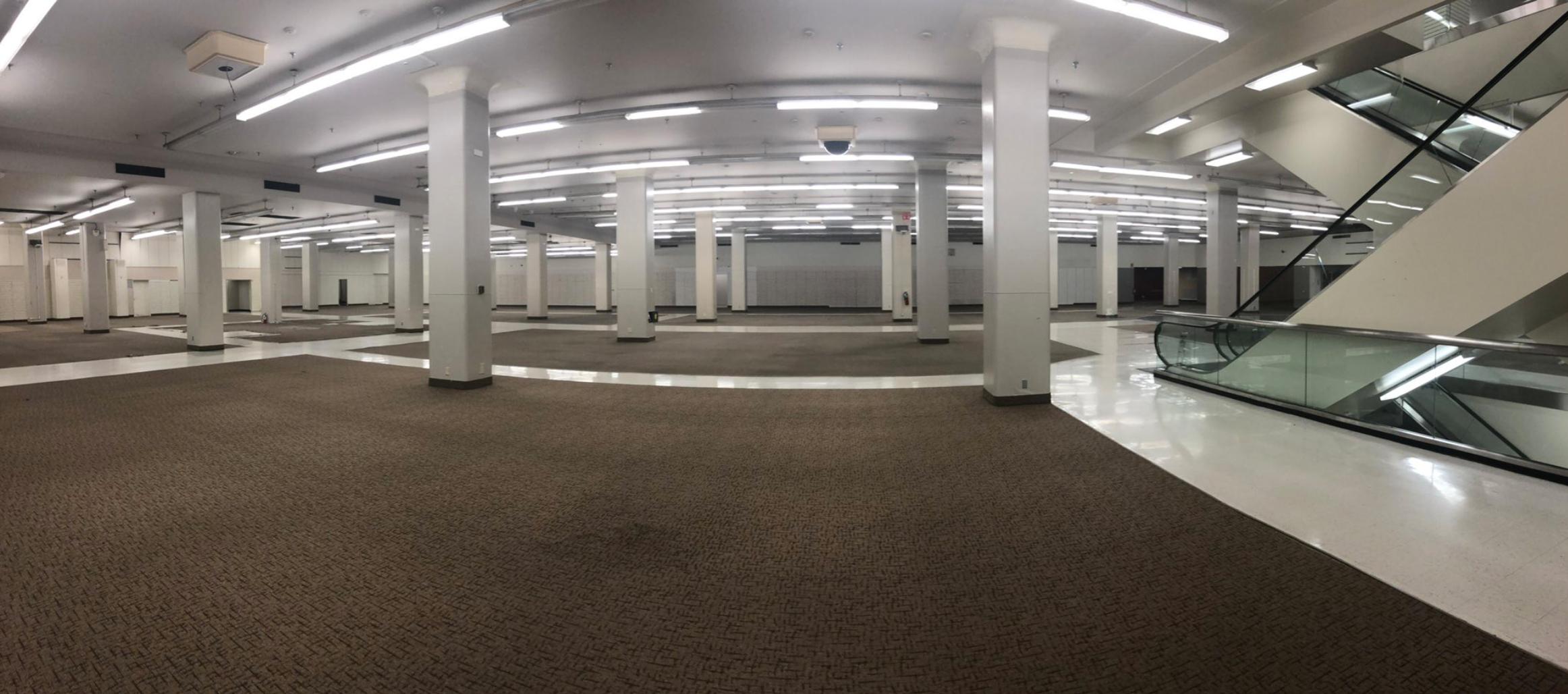休士頓市中心地標建築「Sears」商場將改建成中城創新區。圖為商場內部。(休士頓市政府提供)