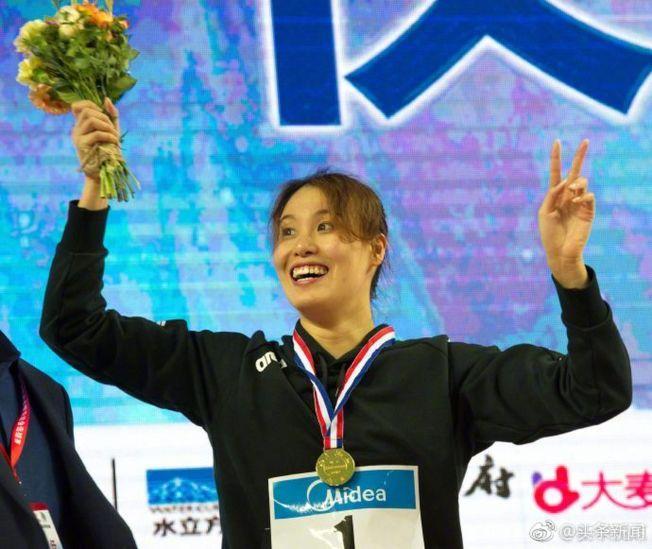 傅園慧拿下個人主項女子50米仰泳冠軍。(取材自微博)
