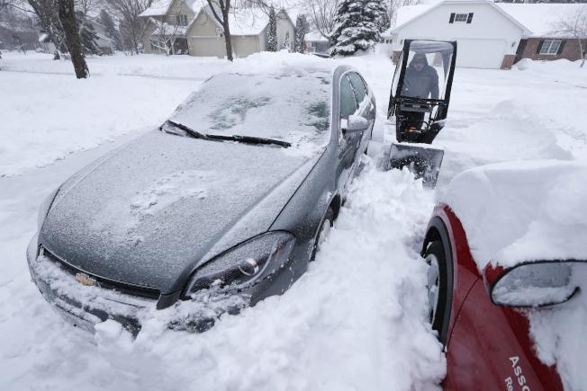 圖為威斯康辛州16日降大雪。美聯社