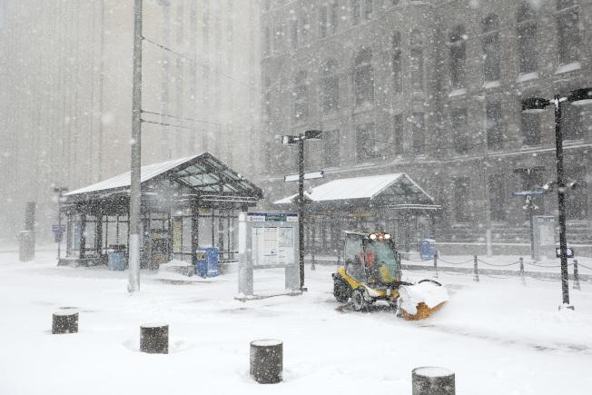 圖為明尼亞波利斯市區14日降雪。美聯社