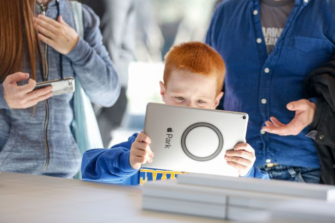 不少科技程式旨在幫助提高孩子的社交能力和情商,家長們不妨參考使用。(Getty Images)