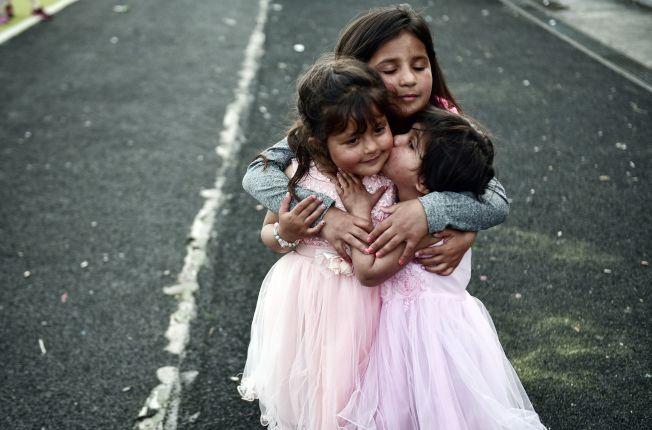 交朋友也是一種重要社交能力,需要父母引導孩子懂得如何做一個值得信賴的好朋友。(Getty Images)