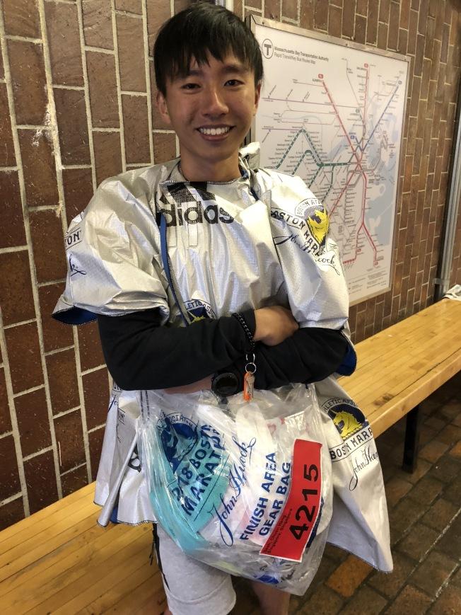 來自新加坡的選手謝泉興,在風雨中順利完成比賽,對觀眾熱情印象深刻。(記者劉晨懿之/攝影)