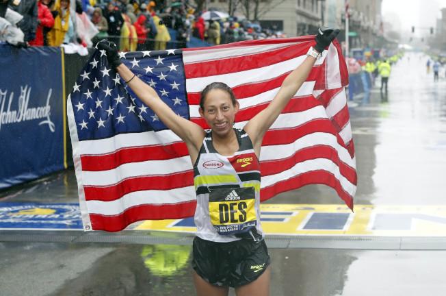 狄西莉.林登以2小時39分54秒奪得她個人第一場馬拉松賽大獎,也是自1985年以來首位在波士頓馬拉松女子精英組摘金的美國選手。(美聯社)