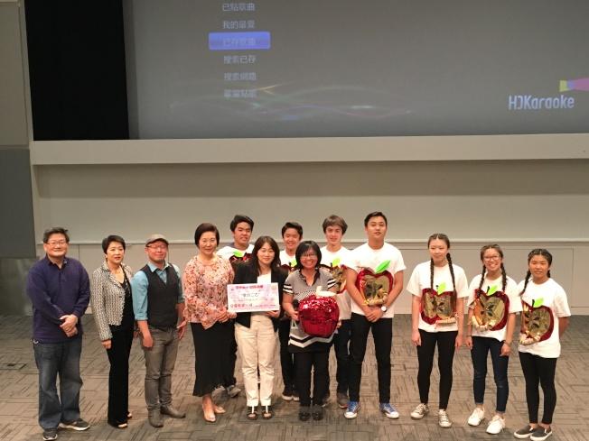 聖地牙哥中華學苑(San Diego Chinese Academy)14日舉行「中文卡拉OK歌唱大賽」,由學分二乙班奪冠。(記者陳良玨/攝影)