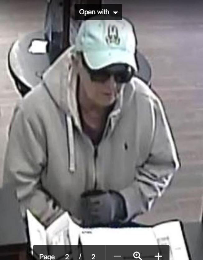 監控錄像中拍下的搶銀行女子。(巴沙迪那市警局提供)