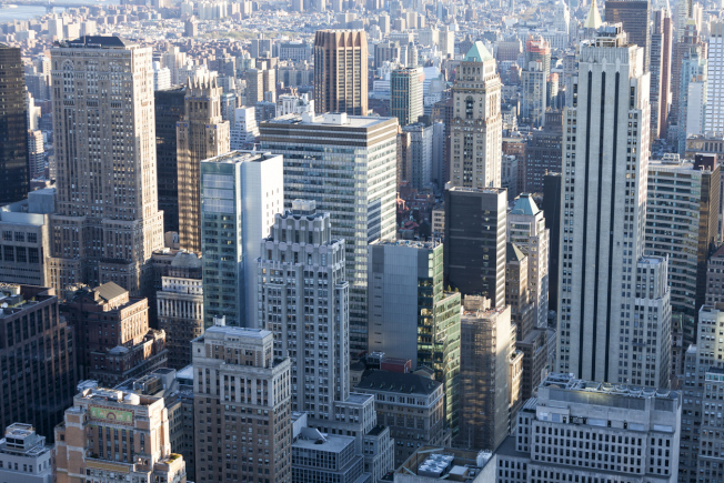紐約市的辦公大樓、公寓樓宇、建地和其他產業今年第一季的銷售額達到124億2000萬元,比去年同時期飆增70%。(Getty Images)
