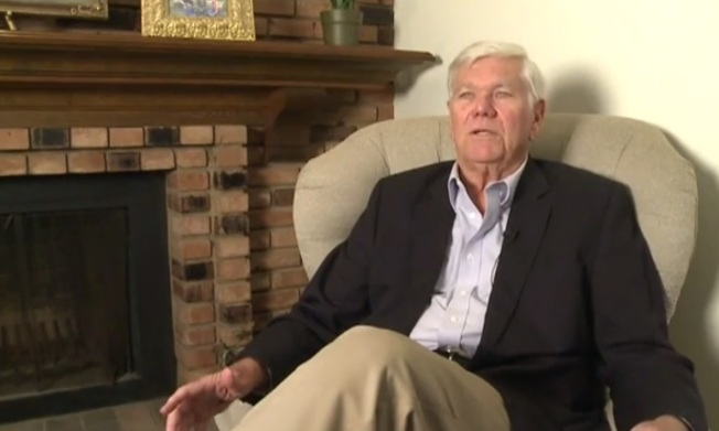 美國退休教師柯克倫擁有大學文憑但卻是文盲,近50歲時他才求助學字,現在他對外闡述個人經歷提倡識字。取材自約翰柯克倫基金會影片