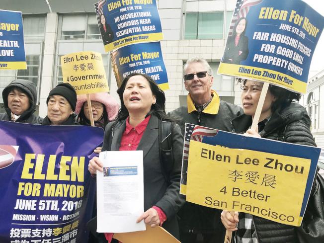 市長李愛晨(右三)得到聯邦參議員候選人泰勒(右二)的支持,到聯邦緝毒署提交請願信,要求聯邦當局取締420大麻節。(記者李秀蘭/攝影)