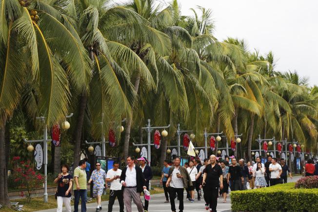 海南省拚觀光,5月起入境免簽增至59國。圖為海南三亞天涯海角遊覽區。(中新社)