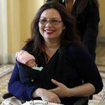 譚美抱新生兒投票 參院歡迎最小「嘉賓」