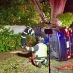 車撞倒電桿 為救受困乘客 阿塞頓一度斷電
