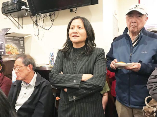 市長候選人李愛晨(中)也參加日落分局舉行的點心治安會議及發言。(記者李秀蘭/攝影)