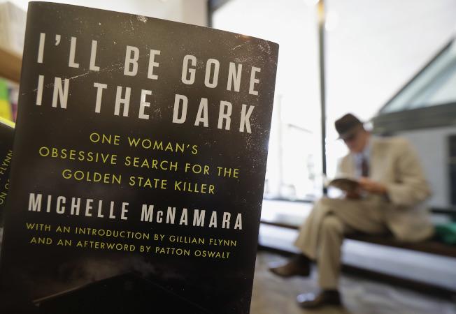 描寫「金州殺手」的暢銷書《我將在黑暗中消失》。(美聯社)