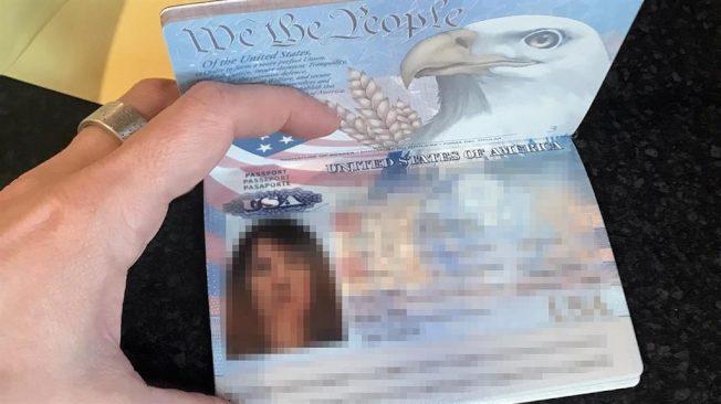 英國女子網購洗髮精卻收到新的美國護照。圖片來源/METRO