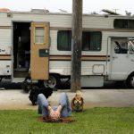 銀髮族住露營車 崇尚自由?不得不?