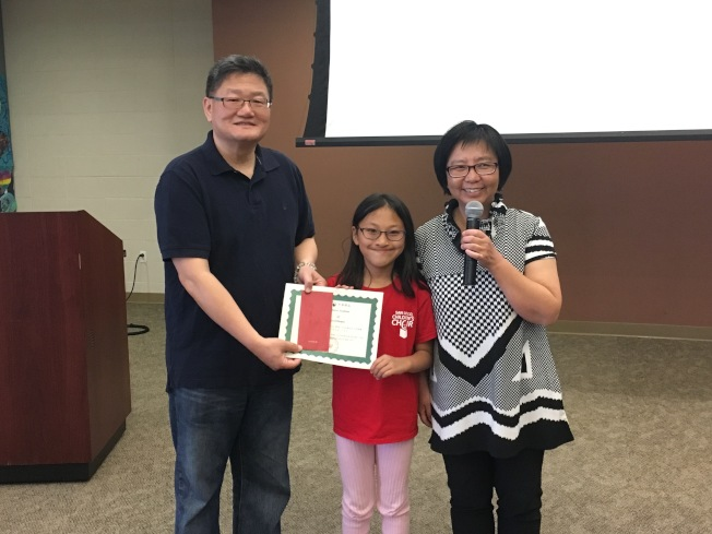初級組參與人數較少,僅取一名,由張惠希(中)獲得殊榮。(記者陳良玨/攝影)