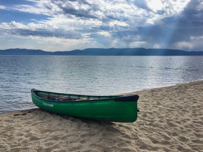 划獨木舟 前往太浩湖露營