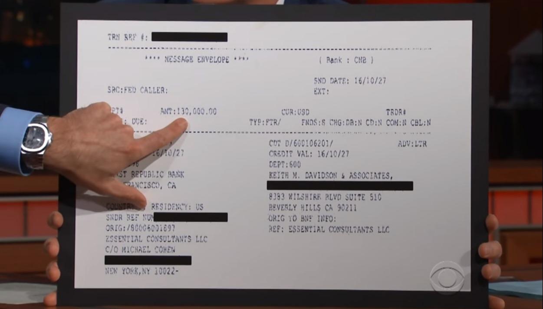 艷星丹尼爾斯的律師阿凡納提在CBC深夜脫口秀節目,提出川普支付13萬元封口費的「收據」。(取自CBC畫面)
