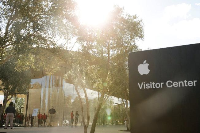 蘋果公司位於加州庫比蒂諾(Cupertino)旅客中心。(路透)