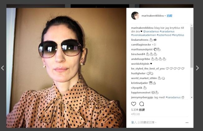 造型師瑪麗亞納‧葛雷克利多穿著領結上衣支持丹紐斯。(取材自葛雷克利多Instagram)