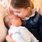 〈圖輯〉 路易小王子亮相  夏綠蒂親吻更萌