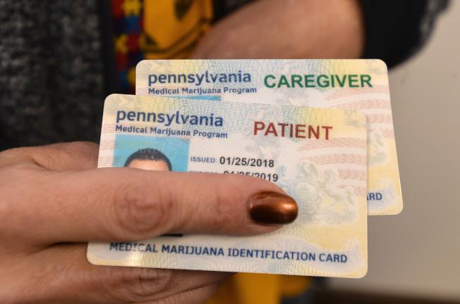 病人申請醫用大麻,需要州政府批准。圖為賓州大麻卡。(美聯社)