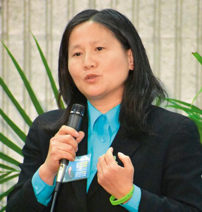 李愛晨支持阿里奧圖提出修改庇護城市法案公投案。(記者李秀蘭╱攝影)