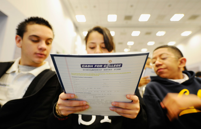 大學所提供的財務補助計畫常有商量餘地,學生要學會主動為自己爭取優惠。(Getty Images)