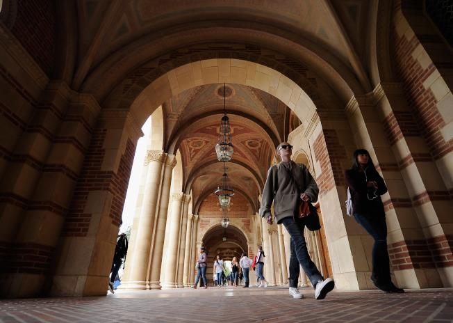 許多大學會要求申請者提供補充文章,學生應認真對待。(Getty Images)