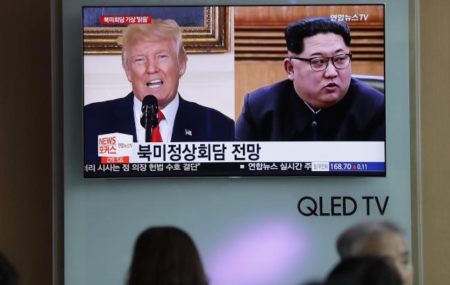 南韓電視播出川金會新聞。(美聯社)