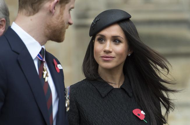 梅根马克尔(右)19日将与哈利王子(左)举行王室婚礼。(美联社)