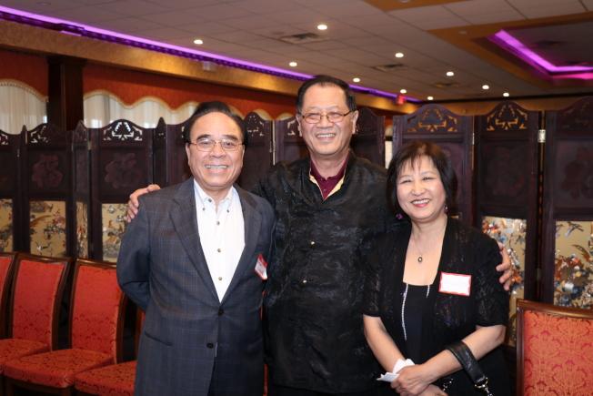 鳳城工程公司負責人張世燿(左)、楊國貞(右),與李兆瓊有30多年的好交情。