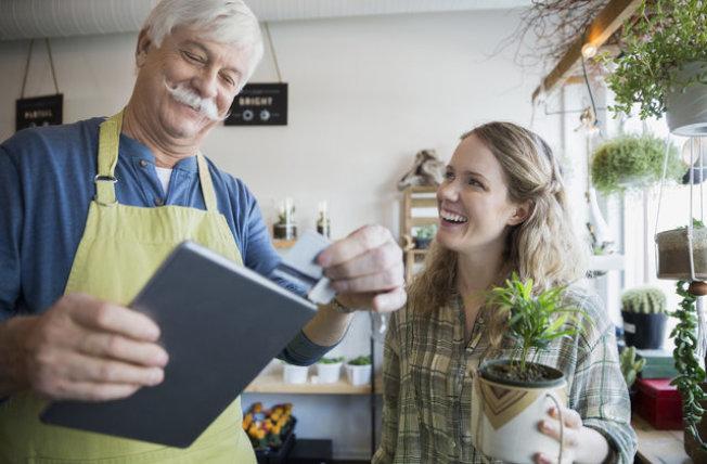 60歲以上的工作者有53%表示,考慮延後退休。(Getty Images)