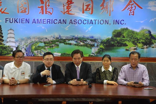 冉燕飛(右二)在「移民論壇」中指出,自川普上台後移民申請愈發嚴格。(記者牟蘭/攝影)