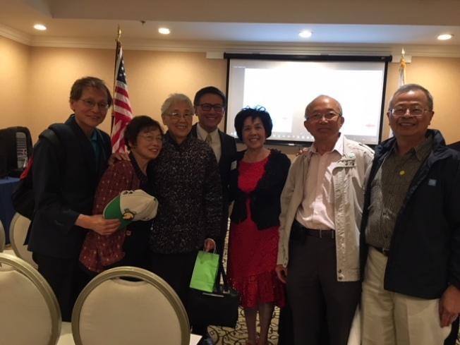 江俊輝與來自台美人社區的支持者在一起。(記者楊青/攝影)