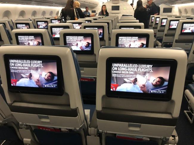 11吋經濟艙椅背屏幕。(記者張宏/攝影)