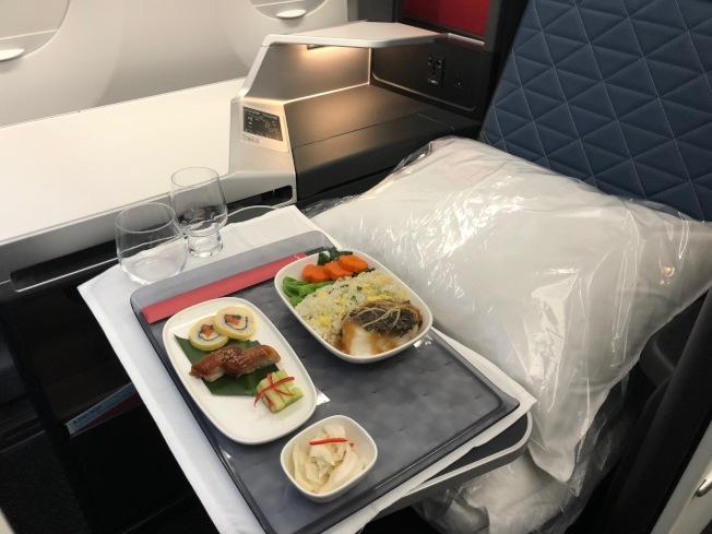 商務頭等艙提供的大廚料理。(記者張宏/攝影)