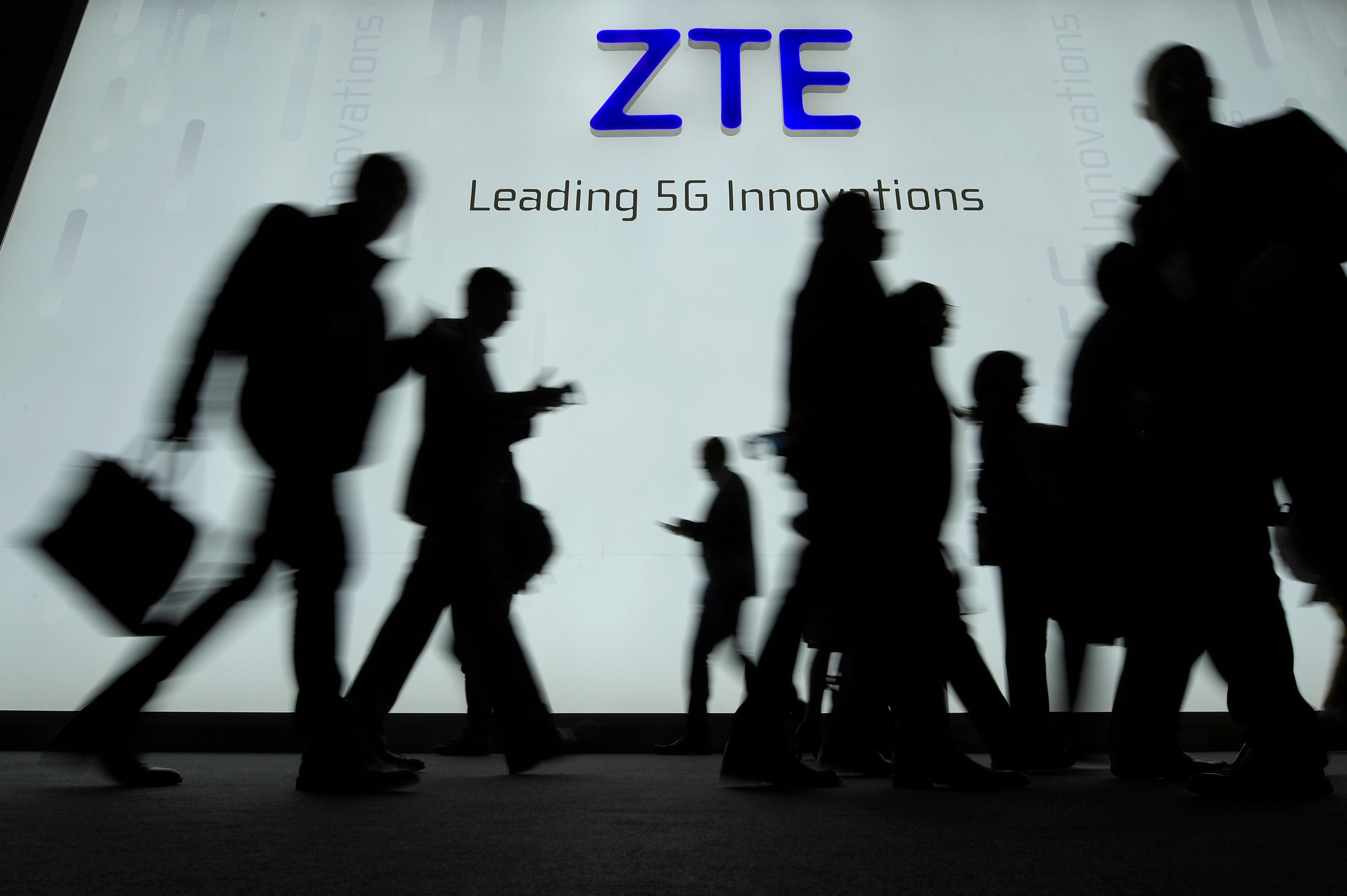 美國情報官員警告,中興通訊對美國國安構成威脅。圖為中興通訊參加世界手機大展。(Getty Images)