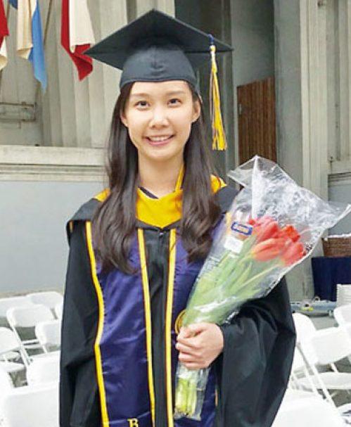 葉采衢作為畢業生代表,在柏克萊加大工程學院碩士生畢業典禮上發言。(記者黃少華╱攝影)