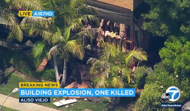 橙縣艾利索維埃荷一幢診所樓房突然爆炸,一側被炸得「體無完膚」。(美聯社/ABC7電視台)
