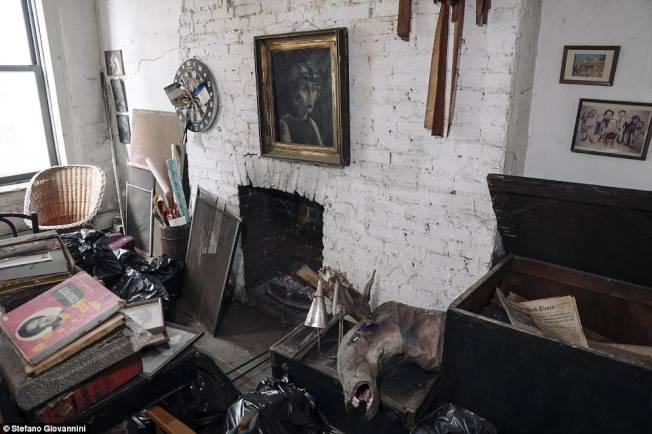 歐格雷蒂的住處堆滿許多物品。(取自英國每日郵報)