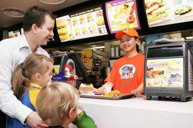 有晚班限制的雇主只能捨棄青少年勞工。(Getty Image)