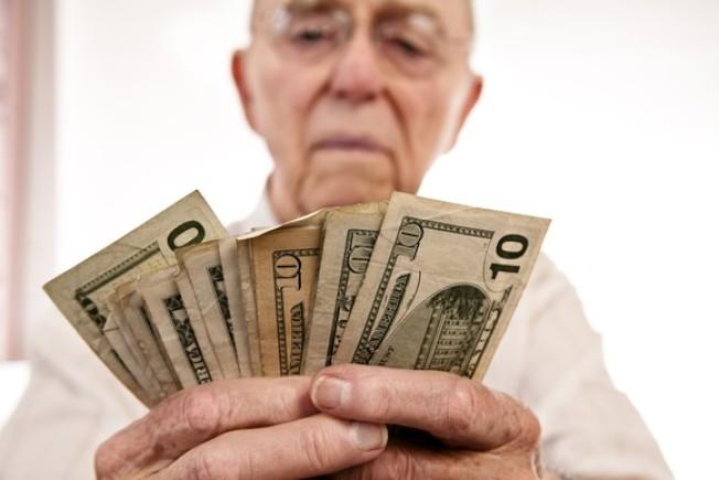 研究發現,社安金支票每月何時寄達,影響財務甚鉅。(Getty Images)