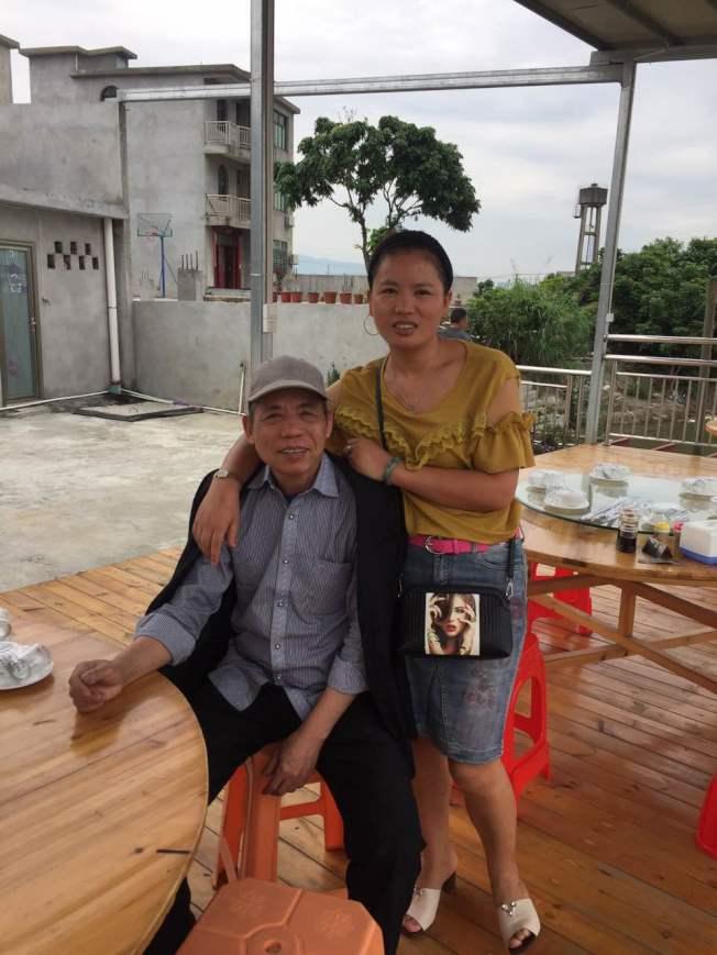 李敏麗的妹妹和父親,分離40年後終於團聚。(李敏麗/提供)