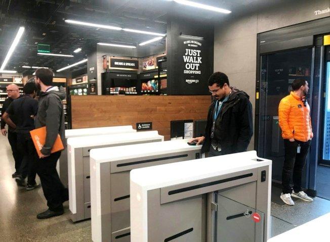傳亞馬遜計畫在芝加哥、舊金山啟用無人商店。圖為亞馬遜在西雅圖的無人商店。(路透資料照片)