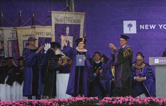 柳青獲榮譽博士學位。(記者洪群超/攝影)