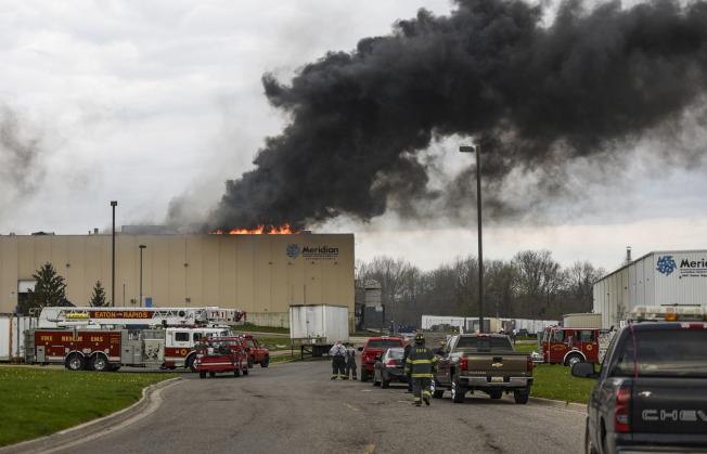 Meridian镁氧品公司5月2日发生大火,造成供应多家汽车商的零组件停产。(美联社)