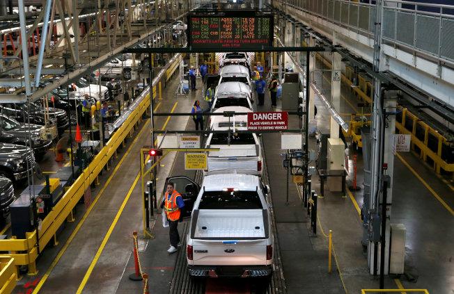 福特汽车密西根Dearborn厂F-150生产线。(美联社)