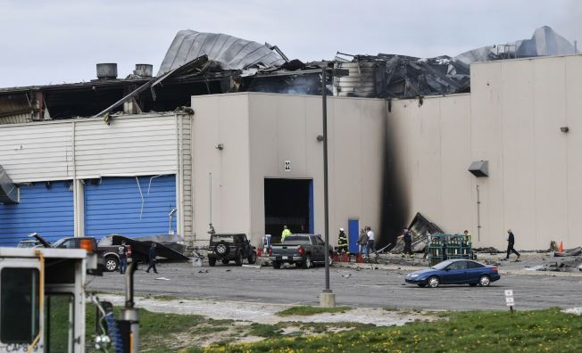 福特团队进入工厂,拆走堪用的模具至海外重新生产。(美联社)